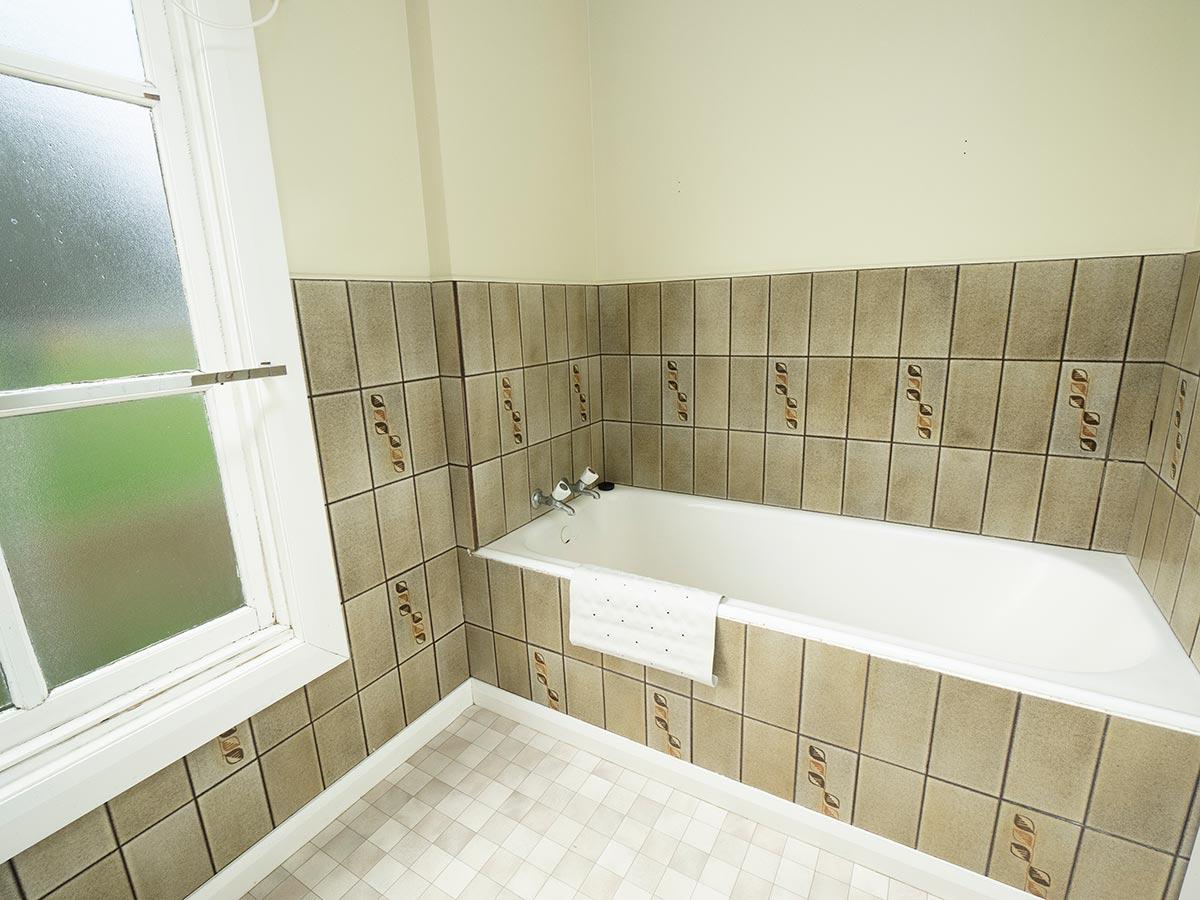 Coach House Downstairs Bathroom